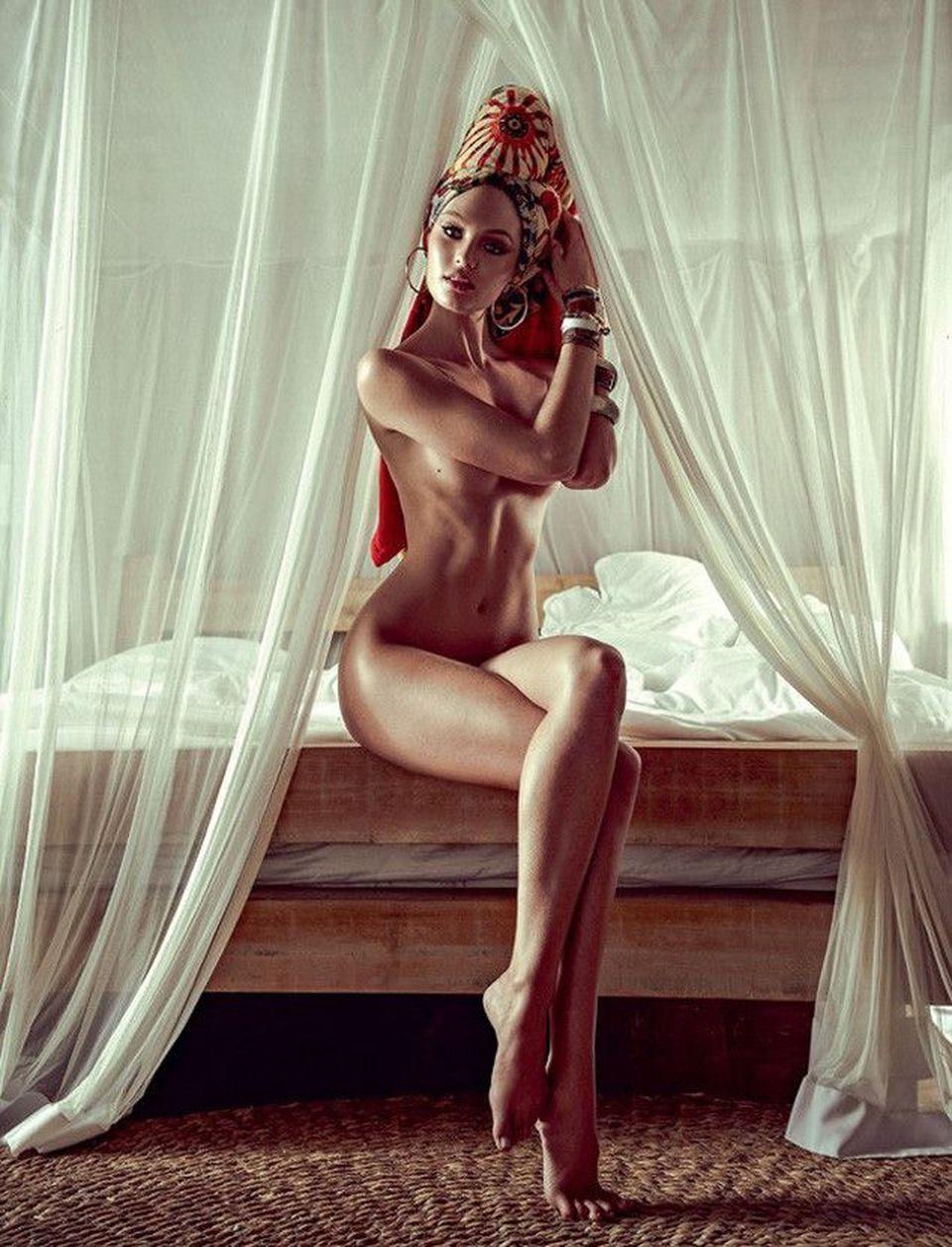 Iti vine sa crezi ca superbitatea asta a pozat nud? E o vedeta cunoscuta iar imaginile cu ea dezbracata arata bestial!