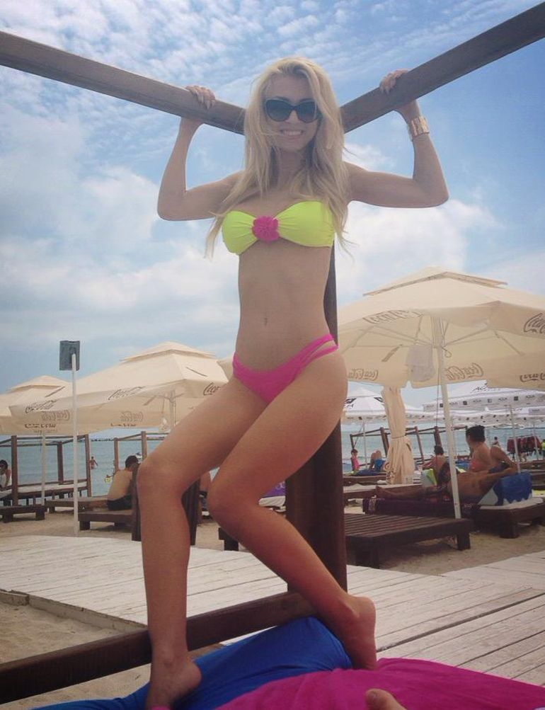 VIDEO Andreea Balan e sexy rau! Uite ce tinute provocatoare si miscari senzuale are