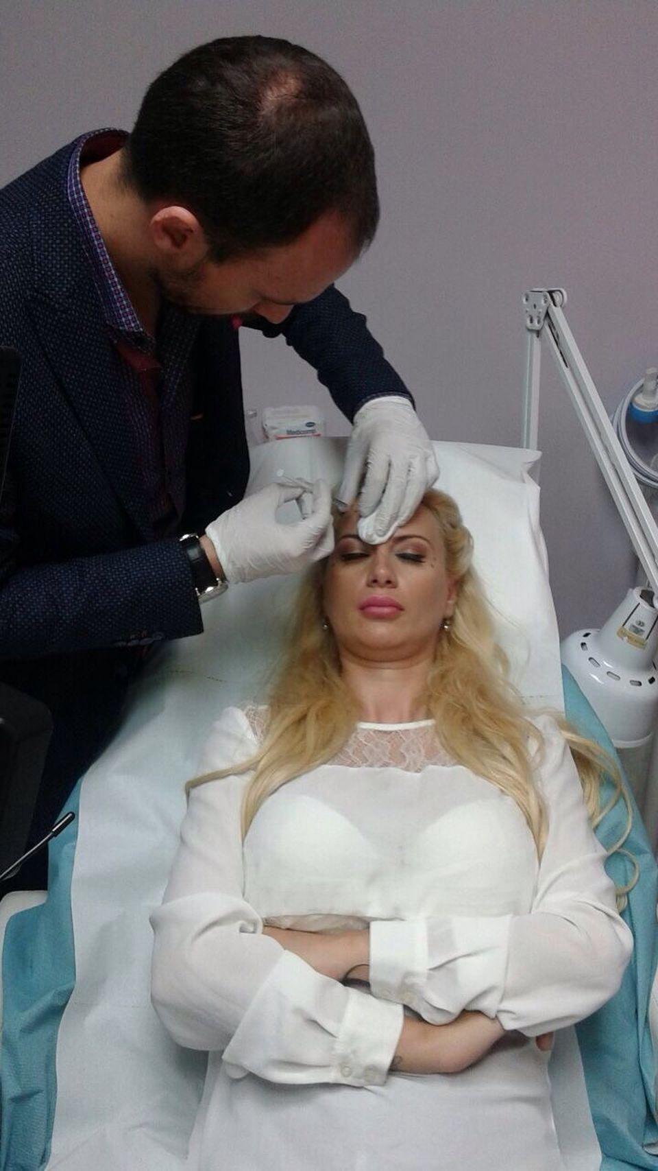 Simona Trasca si-a bagat din nou botox! Blondina vrea sa fie sexy si frumoasa de ziua ei