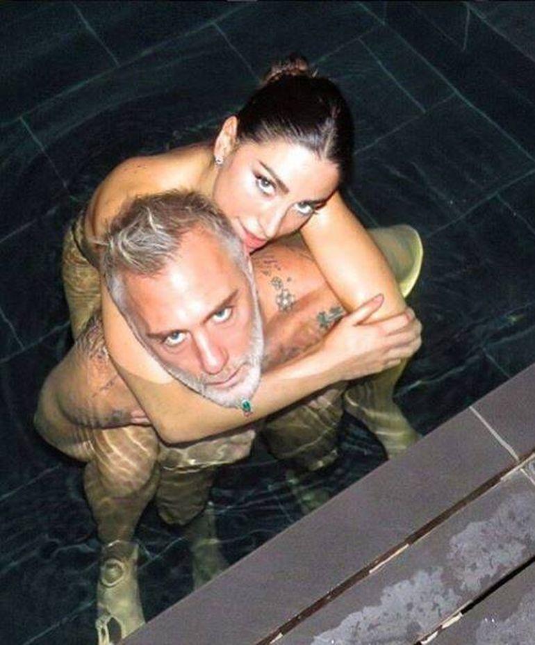 Iubita lui Gianluca Vacchi, intr-un costum de baie minuscul! Femeia care l-a cucerit pe celebrul italian a aratat tot