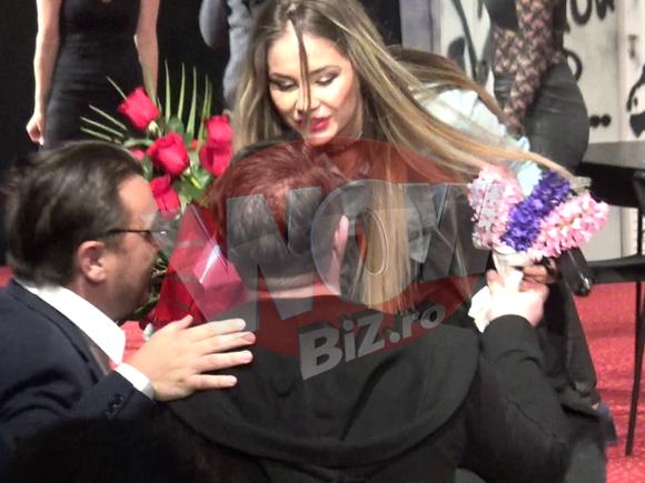 Gratiela Duban, gesturi obscene pe scena! Sotia lui Andrei Duban a purtat cea mai sexy tinuta in piesa Reservoir Cats - Video Exclusiv!