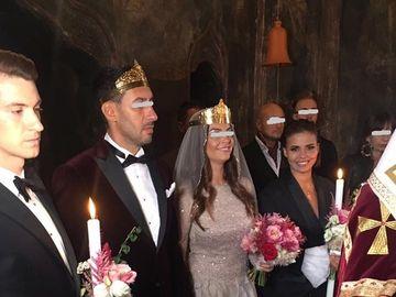Fosta dansatoarea a Deliei a luat calea bisericii, dar uite cu ce decolteu adanc a intrat in lacasul sfant! Andreea Popescu a fost nasa sexy! FOTO