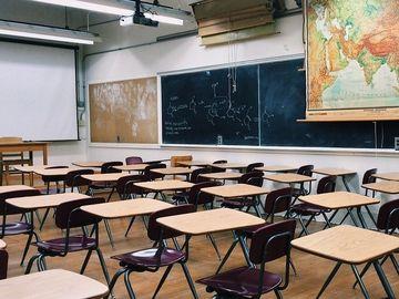 O adolescenta de 15 ani a fost injunghiata mortal de un coleg de clasa, dupa ce a refuzat sa ii faca tema