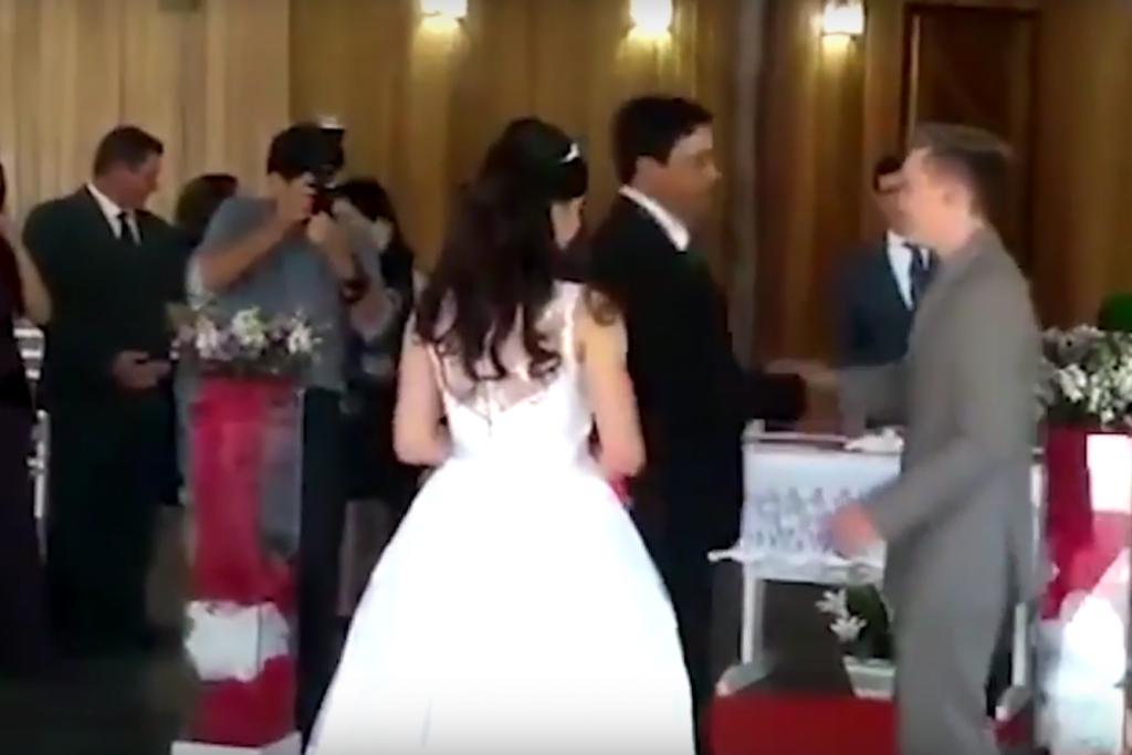 O Mireasă Umilită în Ziua Nunţii S A Auzit Perfect Cum Fac Sex