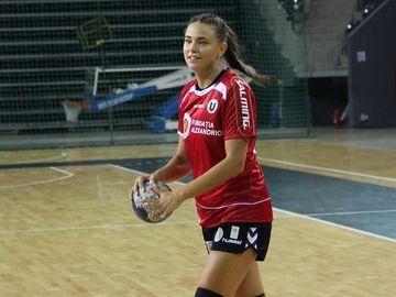 Sportive sexy: cele mai sexy sportive romance! Sorana Cirstea are concurenta serioasa din handbal si din volei!