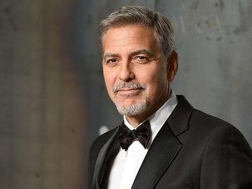 VIDEO Imagini de la accidentul in care a fost implicat George Clooney. Actorul a fost aruncat aruncat sase metri in aer