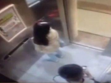 Alerta in Capitala! O tanara de 20 de ani, abuzata sexual in lift! Agresorul este inca in libertate si politia nu are ce sa-i faca