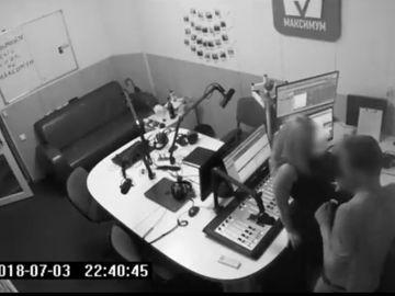 Un cuplu a facut sex la un post de radio chiar in timpul emisiei! Ce reactie a avut conducerea