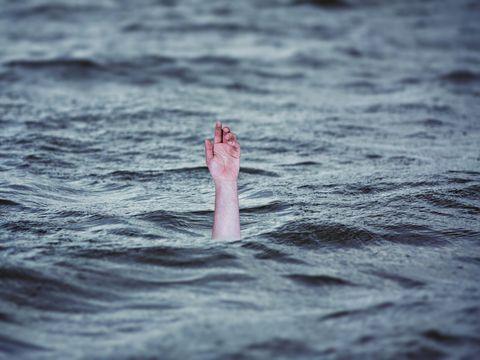 Adevarul despre fetita care s-a inecat la Mangalia: Ea era singura in apa, unchiul era pe terasa, la o bere