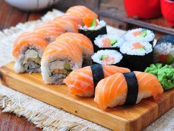 Socant! A ramas fara mana dupa ce a mancat sushi