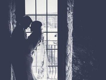 """Poveste adevărată: """"După noaptea nunţii, mi-e frică să mai fac sex cu soţul meu. El era cam ameţit după băutura de la nuntă şi a încercat... """" E oribil ce i s-a întâmplat tinerei"""
