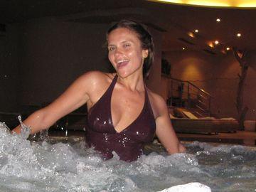 Cristina Şişcanu, imagine incendiară! Şi-a arătat sânul în public!