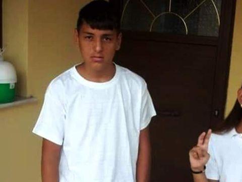 """El este băiatul de 13 ani care şi-a ucis sora cu peste 15 lovituri de cuţit: """"Da, am omorât-o pe Maria"""""""