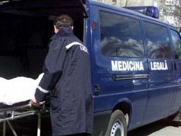 Halucinant! Un minor de 16 ani a fost înjunghiat mortal în faţa mamei lui de patru tineri