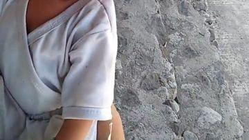 Bebeluş de doar două luni, abandonat de mama lui în cimitir, printre morminte! Este revoltător ce a făcut acestă femeie