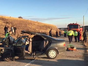Accident cumplit în Dolj! Două persoane au murit şi alte trei au fost grav rănite