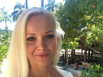 Oana Ioja, tânăra care s-a sinucis, poză macabră în sicriu! Cum a fost fotografiată fata afaceristului din Arad, înainte să se spânzure