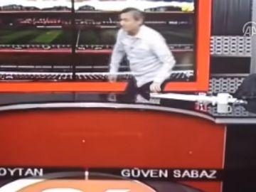 Un prezentator TV a făcut infarct în direct, la televizor. Îi fusese montat un stent cu doar 10 zile înainte de infarct