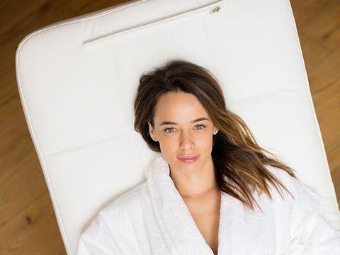 """Andreea Raicu, goală pe coperta unei reviste! """"Şi mie mi-a fost ruşine de corpul meu"""""""