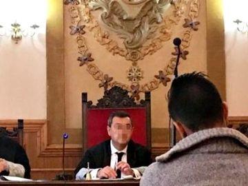 Petrică a primit 112 ani de închisoare, după ce şi-a  violat şi lăsat însărcinate cele două fiice