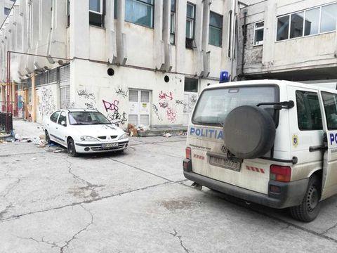 Descoperire socanta la Piata Unirii din Bucuresti! Un barbat, gasit mort intr-o masina