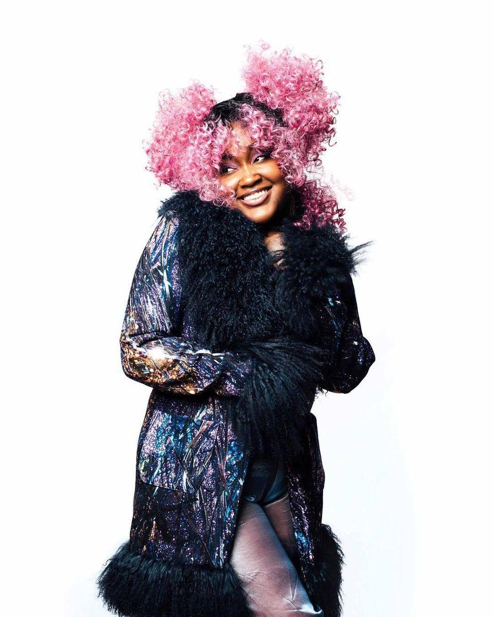 O cunoscută cântăreaţă a anunţat că se va sinucide! Cum au reacţionat fanii