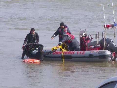 Descoperire şocantă pe marginea Canalului Dunăre - Marea Neagră! A fost găsit cadavrul unei femei