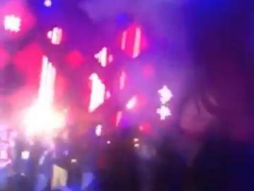 Un primar a fost înjunghiat pe scenă, în faţa oamenilor! Totul a fost filmat