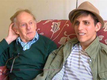 Fostul preot britanic şi iubitul său, Florin, sunt din nou împreună după ce românul l-a lăsat în stradă! Acum au o relaţie deschisă