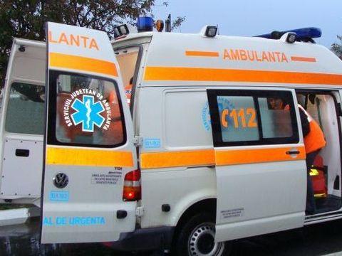 Elev înjunghiat în curtea liceului! Tânărul a fost dus de urgenţă la spital
