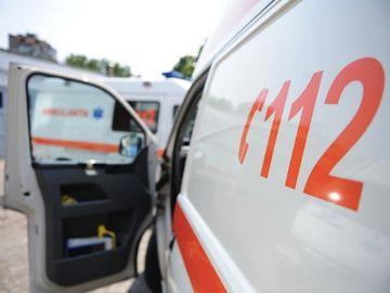 Caz dramatic în Braşov: O fată de 13 ani, la spital după ce a căzut pe geamul şcolii