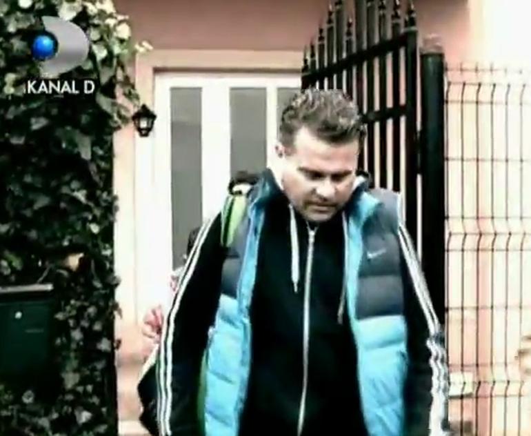 VIDEO Antrenorul de tenis care si-a palmuit fata a ajuns acasa! E plin de raie: