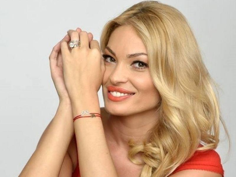 Valentina Pelinel abia asteapta sa-i iasa iubitul din inchisoare