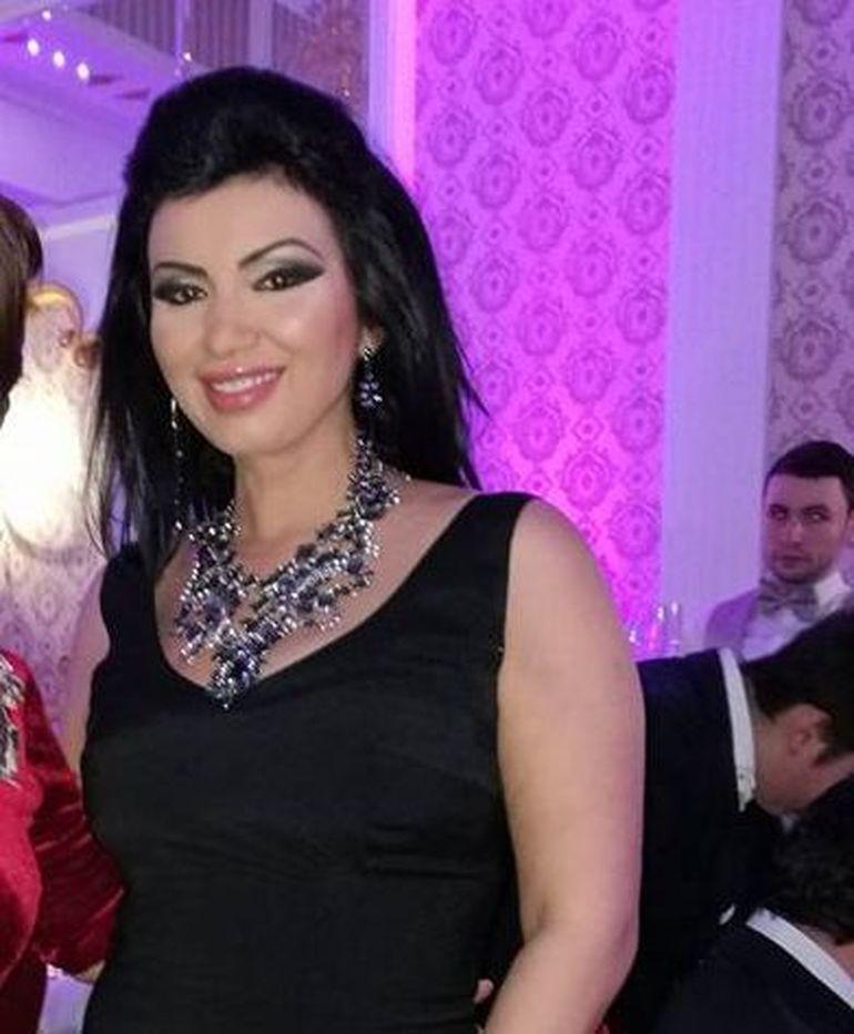Adriana Bahmuteanu a rupt gura targului cu rochia ei! Cum s-a imbracat la nunta Claudiei Ghitulescu? De la brau in jos a fost WOW