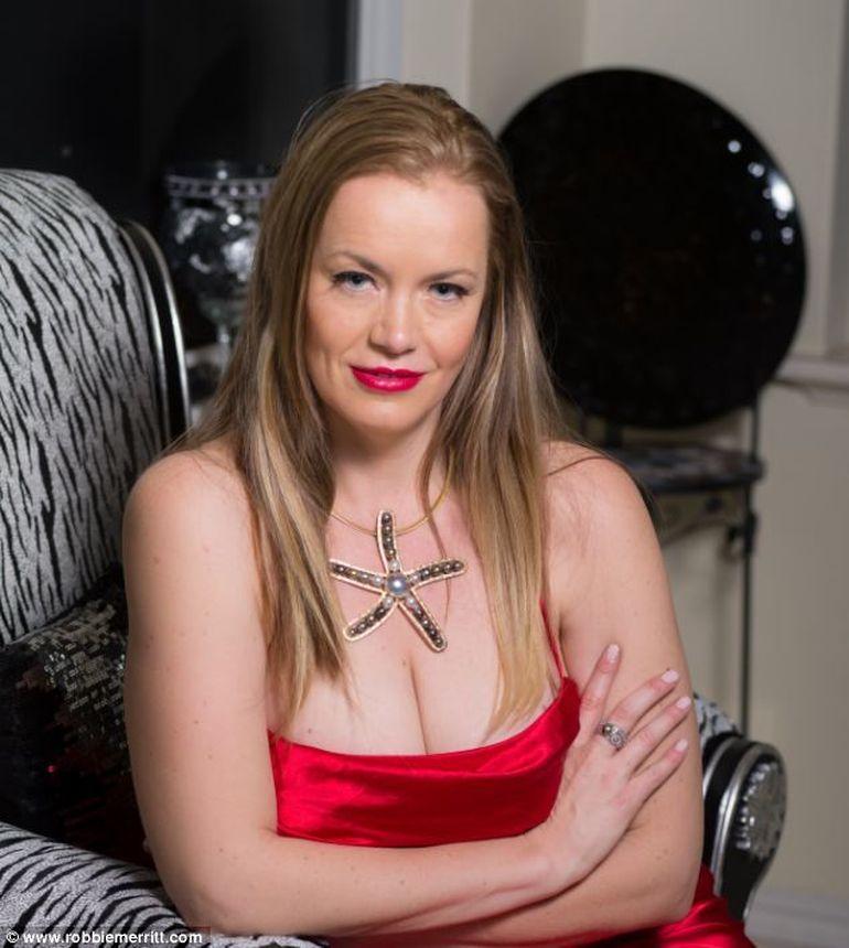 Ea este femeia care a facut sex cu 10.000 de barbati! Ce ii cereau clientii sa faca pentru 2.000 de dolari