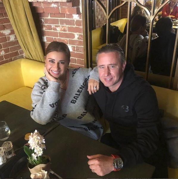 Reghe şi Anamaria Prodan s-au mutat în casă nouă