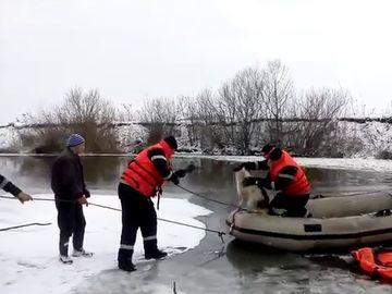 Doi bărbaţi au fost găsiţi înecaţi, în judeţul Hunedoara