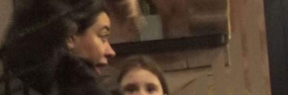 Primele imagini cu Oana Roman in public, după ce a ajuns la spital cu masca pe față! A stat la masă cu haina de blană pe ea VIDEO EXCLUSIV