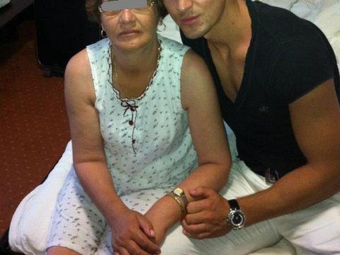 """Ce face cu adevărat """"Soacra"""" Elenei Udrea în Italia! Anișoara are grijă de o femeie în vârstă"""