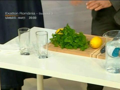 Băutura-minune cu pătrunjel şi zeamă de lămâie care îţi detoxifiază ficatul! Specialistul in detox Cesur Durak îţi arată cum se prepară
