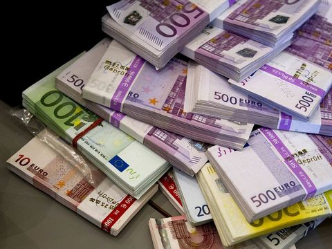 Bancnota care a fost retrasă de pe piață din cauza teroriștilor! Ce să faci cu ea dacă o ai și tu în portofel
