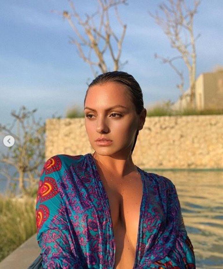 Show total cu Alexandra Stan! Cântăreața a pozat GOALĂ, în vacanța din Bali