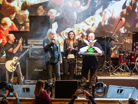 Surpriză uriașa pentru Cristi Minculescu de ziua lui! Ce i s-a întâmplat marelui artist chiar pe scenă