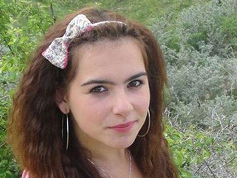 Imagini sfâșietoare! Sicriul cu trupul neînsuflețit al Ioanei Condea a ajuns în satul natal! FOTO