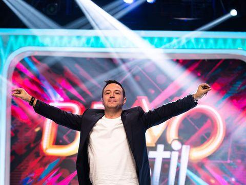 """O noua vedeta se alatura juratilor """"Bravo, ai stil!"""", in aceasta saptamana!  Om de radio si televiziune, actor si unul dintre cei mai indragiti entertaineri din Romania vine in cel mai urmarit show de fashion"""