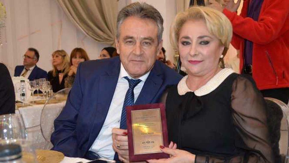 """""""La nunta Vioricăi Dăncilă a fost puhoi de lume, că socrul era șef la CAP!"""" Premierul s-a măritat cu Cristinel în casa acestuia din satul doljean Giurgița FOTO EXCLUSIV"""