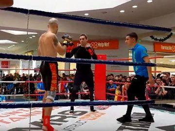 """Teodor Emi spune cum a fost posibil să-l facă pe Mircea Badea KO în 5 secunde! """"Aceasta e lovitura care l-a pus la pământ! E o combinație clasică din boxul thailandez. De acum va purta numele de Mircea Badea"""" VIDEO EXCLUSIV"""