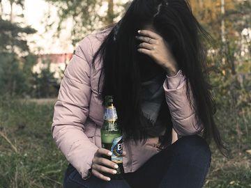 Infernul prin care a trecut o româncă. Ana a fost răpită pe o stradă din Londra şi transformată în sclavă sexuală. După ce o supuneau la perversiuni sexuale, clienţii o lăsau sângerând sau incapabilă să se ridice