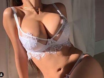 Mia Khalifa în ipostaze incendiare! Starleta porno a publicat un video care i-a înnebunit pe fani
