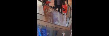 """Lidia Buble, """"mamă de vacanță"""" pentru copiii lui Răzvan Simion? Imagini de senzație cu prezentatorul tv și cântăreața, la mall, alături de cei doi micuți VIDEO EXCLUSIV"""